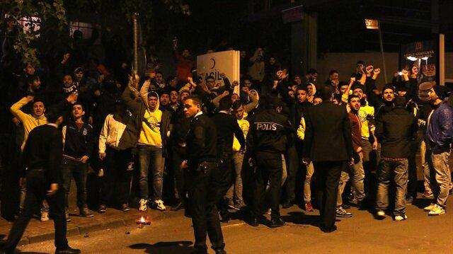 Fenerbahçe <br/>taraftarından protesto