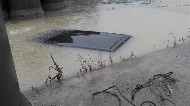 Rize'de ilginç kaza: Fark etmeyince sulara gömüldü