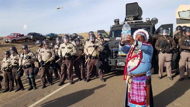 Kızılderelilerin protestosuna polis müdahalesi