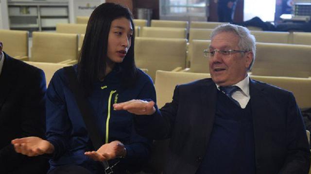 Aziz Yıldırım ile Koreli sporcu arasında güldüren diyalog