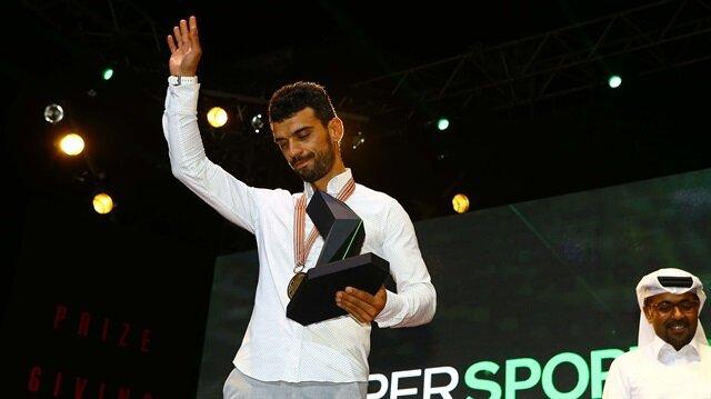Kenan Sofuoğlu, 2016  sezonu şampiyonluk kupasını Katar'da aldı.