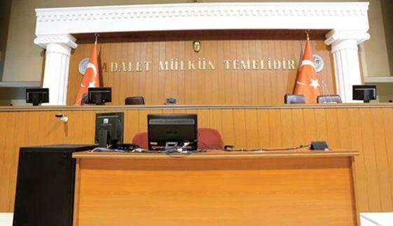 Firari Savcı Fikret Seçen'in 2 kez yıktırdığı kürsü.