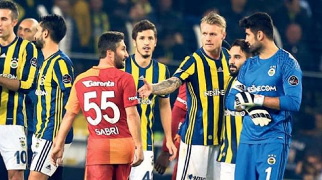 Fenerbahçe'nin Galatasaray'ı 2-0 yendiği maçın ardından Volkan Demirel ile Sabri Sarıoğlu arasında tartışma çıkmıştı.