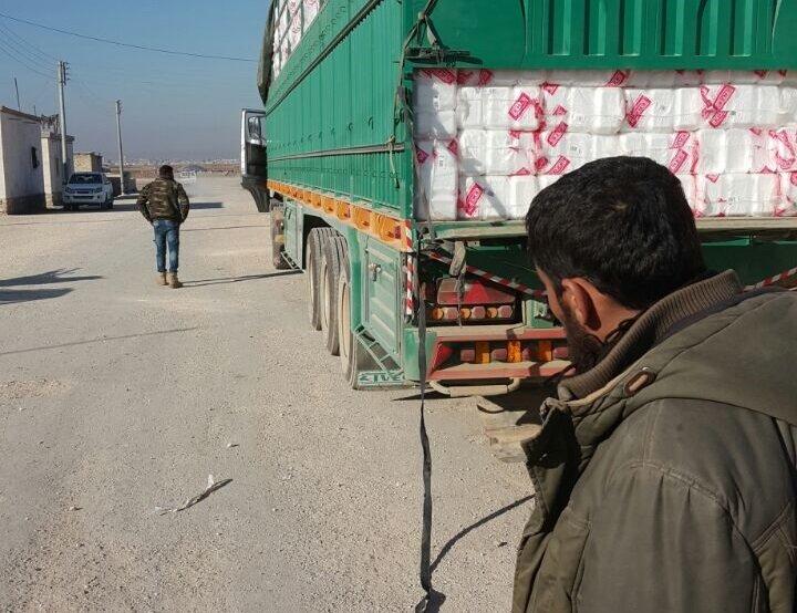 PYD'ye giden silahlar yardım malzemeleri taşıyan TIR'ın gizli bölümüne gizlendiği ortaya çıktı.