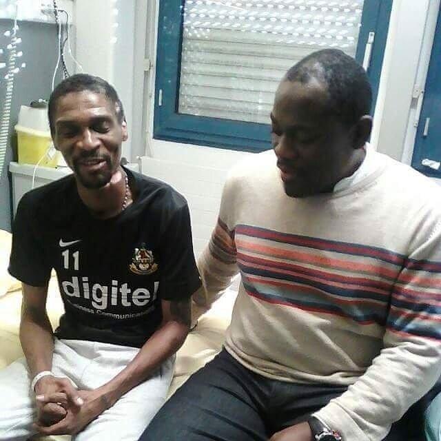 Rigobert Song'un hastanede çekilen görüntüleri sevenlerini üzdü. Kamerunlu efsane futbol oynadığı dönemde fiziksel gücüyle rakiplerine karşı etkili olurken son çekilen fotoğrafında oldukça zayıfladığı görüldü.