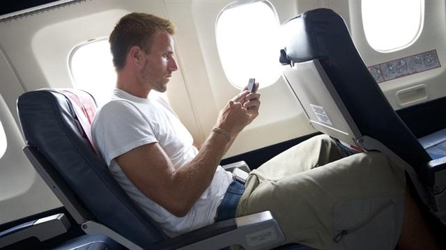 NSA uçaktaki yolcuların cep telefonlarına erişmiş