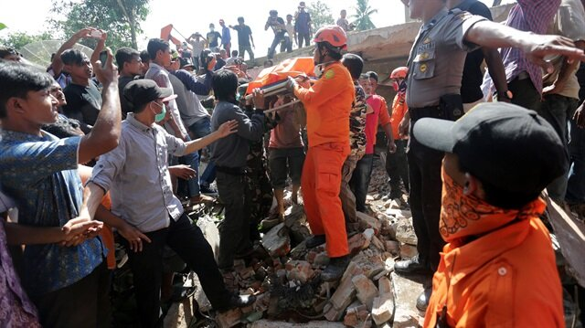 Endonezya'da 6.5 büyüklüğünde deprem: 54 kişi can verdi