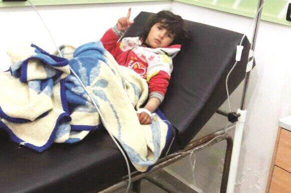 Kimyasal saldırıdan sağ kurtulan yaralılar hastanede tedavi altına alındı.
