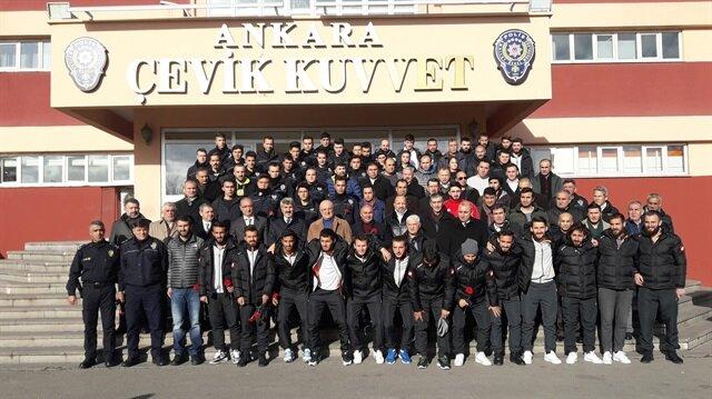 Boks Federasyonu'ndan Çevik Kuvvet'e moral ziyareti