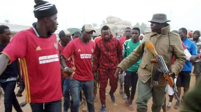 Yeni Malatyasporlu futbolcu  Austin Amutu doğduğu yer olan Nijerya Jos'ta böyle karşılandı.