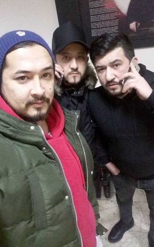 Arkadaşlarıyla birlikte emniyete giden Kazak, sosyal medya hesabında bu kareyi paylaştı.