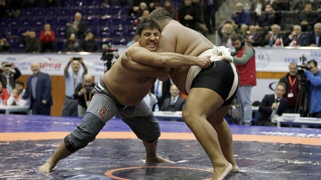 Recep Kara sumo şampiyonunu tuş etti