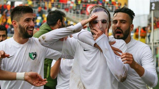 Moritz golden sonra şehit Fethi Sekin maskesi taktı