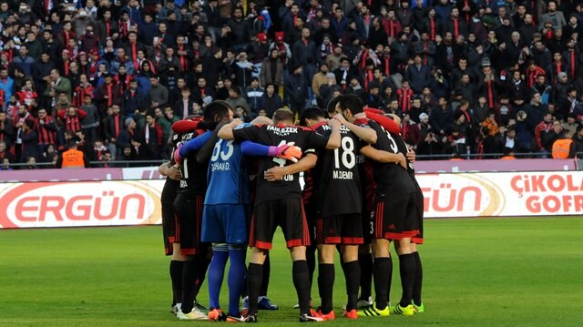 Gaziantepspor Kulübü, İbrahim Üzülmez'in kararı doğrultusunda 4 futbolcuyu kadro dışı bıraktı