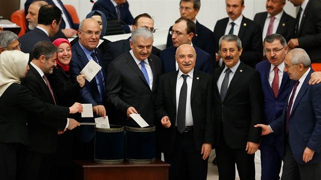 Anayasa teklifinde ikinci tur: Yedinci madde kabul edildi