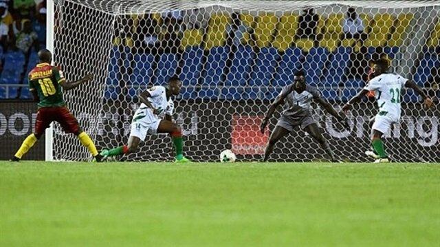 Beşiktaşlı futbolcu Aboubakar'ın Kamerun-Gine-Bissau maçında kaçırdığı gol dikkati çekti