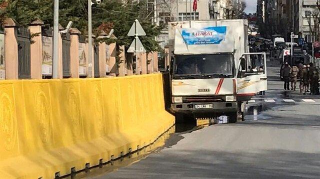 İstanbul Emniyet'i önünde freni patlayan kamyonet alarmı