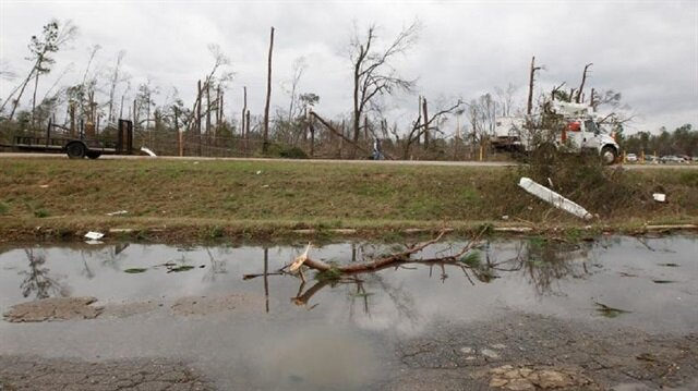 Deadly storm batters Eastern US with wind and heavy rain