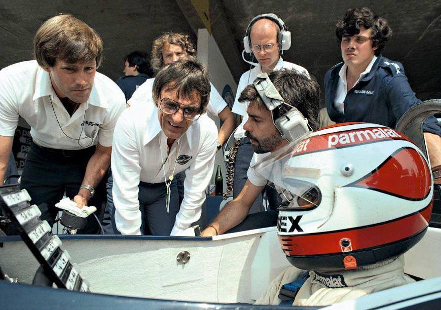 Ecclestone, 1960'larda Avusturyalı sürücü Jochen Rindt'in menajerliğini üstlenmiş ve takımın hissedarı olmuştu.