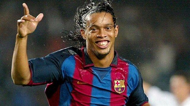 Ronaldinho Barcelona'nın kulüp elçisi oldu