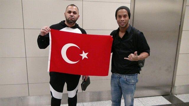 Brezilya'nın efsanesi Ronaldinho İstanbul'da
