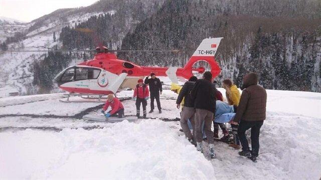 Hava şartları fark etmeksizin ambulans helikopter ile hastalar hızlıca hastaneye ulaştırılıyor.