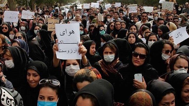 İran'da gösteriler büyüyor