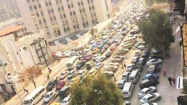 Esed rejimi, mazot ve benzin rafinerilerini DEAŞ'a kaptırdı. Mazot sahalarının büyük kısmı Humus'ta DEAŞ'ın eline geçen Esed'in elindeki stoklar da tükendi. Şam'da yüzlerce araç mazot kuyruğuna girdi.