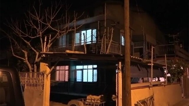 PKK'lı baba ile kızın evinden FETÖ üyeleri çıktı