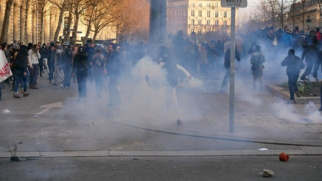 Riot police confront banned anti-police protest in Paris