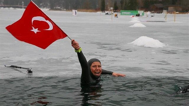 Turkish free diver breaks world record