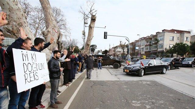 Gençler Cumhurbaşkanı Erdoğan'ın yolunu kesti