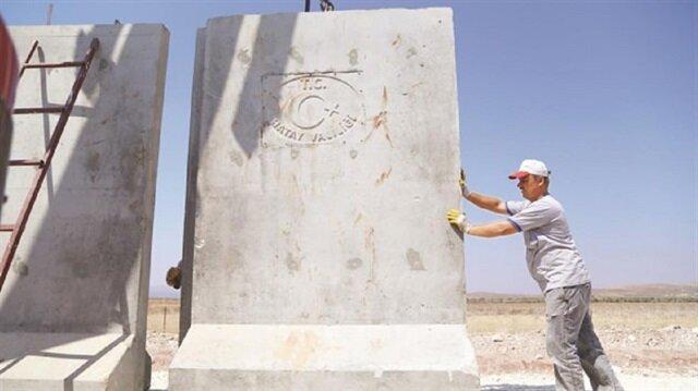 تركيا تكمل بناء النصف الأول من الجدار على الحدود مع سوريا