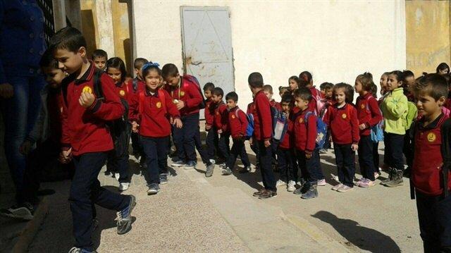 مسؤول تركي: 200 ألف طفل سوري يتلقون تعليمهم في مدارسنا