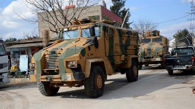 Turkish military vehicles, troops en route to Syria