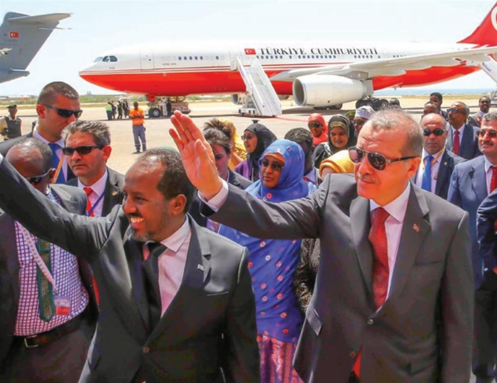 Recep Tayyip Erdoğan, beraberinde ailesi,nresmi kurum temsilcileri, Sivil Toplum Kuruluşlarıntemsilcileri, işadamları ve sanatçılardan oluşan büyüknbir heyetle 19 Ağustos 2011 tarihinde Somali'yi ziyaretnetti.