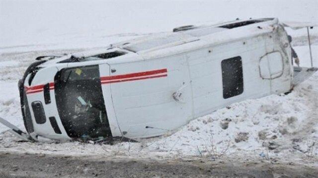 Takım minibüsü devrildi: 1 ölü 17 yaralı