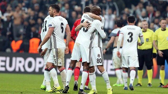 Arsenal Futbol Okulu öğrencilerinden Beşiktaş'a destek