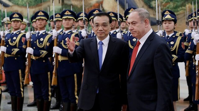 Israeli Prime Minister Benjamin Netanyahu and China's Premier Li Keqiang attend a welcoming ceremony in Beijing.