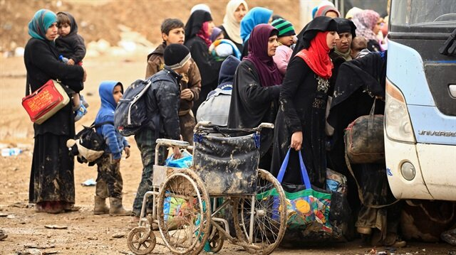 Displaced Iraqi people who fled their homes during a battle between Iraqi forces and Daesh