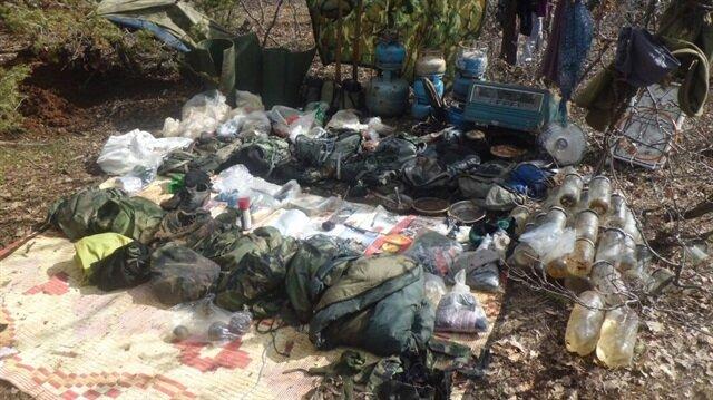 Bingöl'ün Genç ilçesinde terör örgütü PKK'ya ait 2 sığınak ele geçirildi. Sığınakta bir çok mühimmat bulundu.