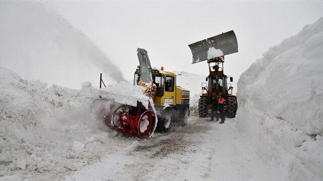 Doğu'da karla mücadele sürüyor