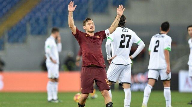 Roma'dan Totti'ye 6 yıllık yeni teklif