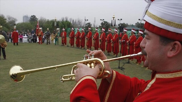 Turkish military band gets standing ovation in Pakistan
