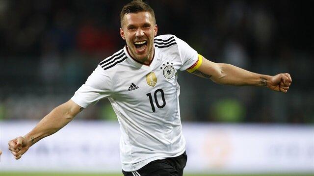 Podolski milli takıma muhteşem bir golle veda etti