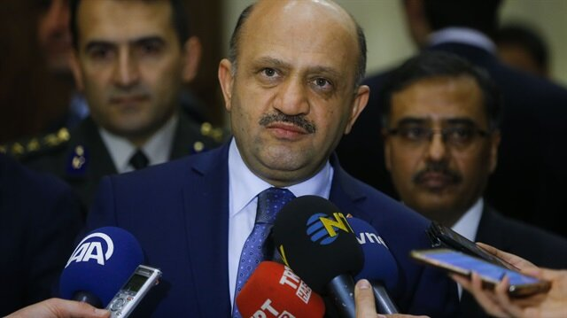 وزير الدفاع التركي: نشعر بالأسف لصور الجنود الروس مع