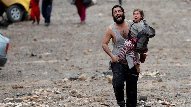 DEAŞ ve Irak ordusu arasında yaşanan şiddetli çatışmalar nedeniyle onbinlerce Iraklı sivil evlerini terk etti.