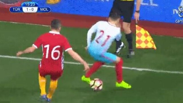 Emre Mor, Moldovalı futbolcunun başını döndürdü