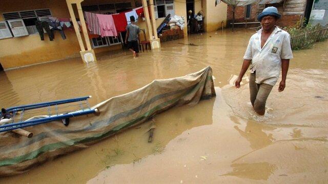 Indonesia: 5 dead in flooding in Sumatra island
