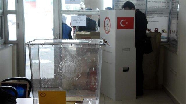 Turkish expats start voting in referendum